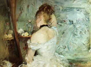 Mujer arreglándose berthe
