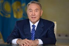 El presidente de Kazajstán Sr. Nursultan Nazarvayev