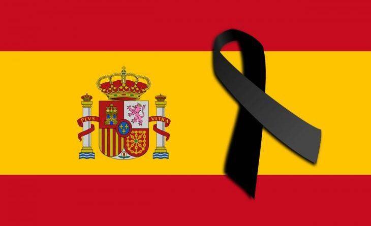 9721469472657-Bandera-de-Espana-con-un-lazo-negro